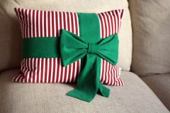 Christmas time designing some ideas: Candy Stripe Pillow with Green Bow