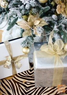Decorating for Christmas: A Tree Decorated in a gold-and-silver Palette