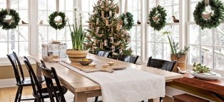 Images of Christmas decorated homes