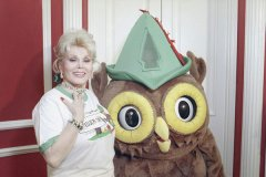 Zsa Zsa Gabor joins Woodsy in attempts to battle pollution.